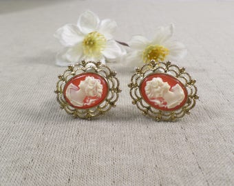 Beautiful Vintage Gold Tone Cameo Clip On Earrings  DL#3184