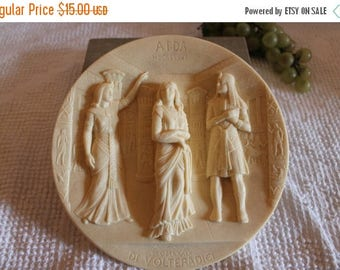 """Christmas in July Museum of La Scala Ivory Alabaster Relief Collector Plate Titled """"Aida"""" - No. AA 1153"""