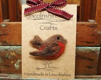 Needle felted Robin brooch - Robin pin - bird brooch -  felted Rustic Robin brooch- gift for her