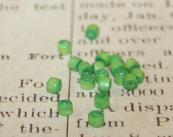 100 wood beads dyed Apple green 4mm