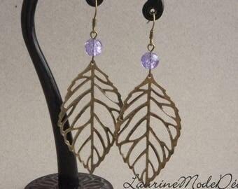 Boucles d'oreille feuille bronze, perles en verre craquelé violet clair