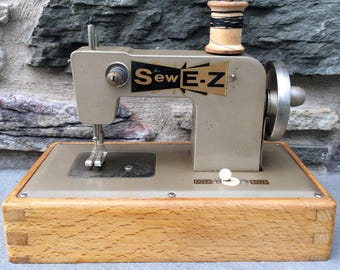 Vintage Sew E-Z Sewing Machine...Small. Old. Sewing. Seamstress. Battery. Wood. Metal. Portable.