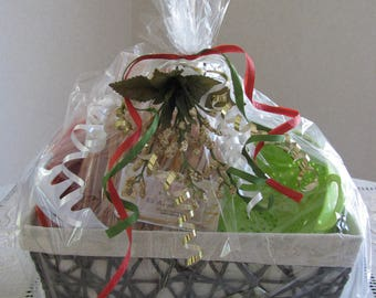 NEW ITEM!!  Pasta Gift Set ~ Includes Pasta, Ceramic Bowl, Colander, Pasta Server & Bread Basket!