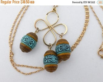 Half off Sarah Coventry Polka necklace tan and turquoise colored barrels AN05