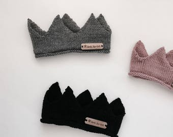 Knitted baby crown
