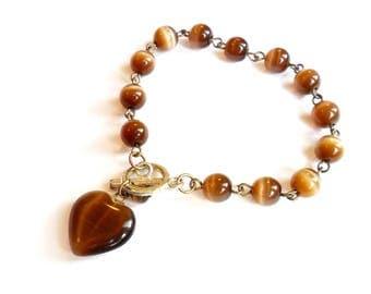 Vintage Brown Heart Charm Bracelet - Cats Eye Optic Glass - Beaded Glass Bracelet - Heart Dangle Charm - Toggle Clasp