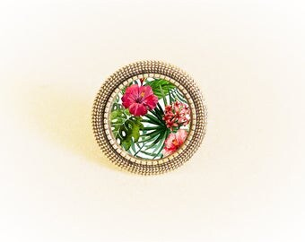 Adjustable silver ring and cabochon pink and green tropical flower pattern