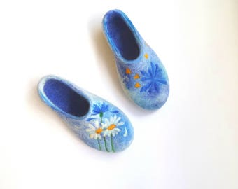 Anniversary gift for wife Floral bridesmaid flats with Bridal bouquet Wedding Flowers Sentimental gift idea felt slippers Womens wool shoes