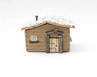 Miniature Log Cabin, Little Wooden Log Cabin, Christmas Ornaments, Christmas Decor, Christmas Decorations, Log Cabin, Small Christmas House