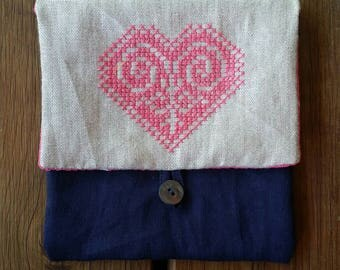 Beautiful little purse, made from recycled pure linen and cross stitched with a bright heart.