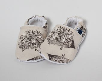 6-9 months - Hedgehog slippers, Beige, Baby, Taupe, Forest animal, Flannel, Cotton, Soft soles Moccasins, Shower gift, Newborn, Children