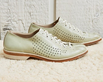 70s Bowl-matic Sea Foam Green Punched Leather Bowling Shoes • 7