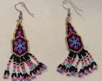 Vintage Native Beaded Long Dangle Pierced EARRINGS, Southwest Seed Beads Earrings B1725-8