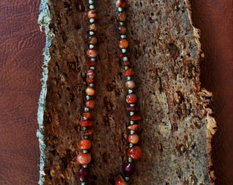 Necklace in pearls / stones brown / orange, intercalated small beads in metal color silver