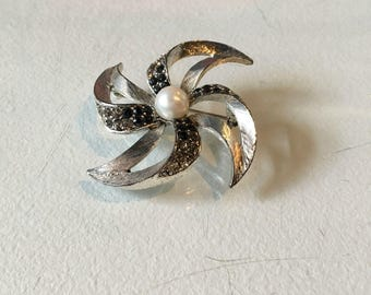 Vintage Silvertone Pinwheel Brooch with Rhinestone and Pearl Detail