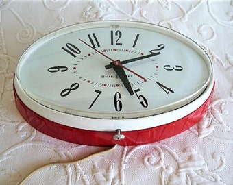 GE Kitchen Wall Clock ..  Retro + Red ***  Cool Vintage Find