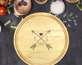 Custom Round Cutting Board, Personalized Round Cutting Board, Wedding Gift, Gift for Couple, Bridal Shower Gift, Gift for Her, Arrow, B-0079