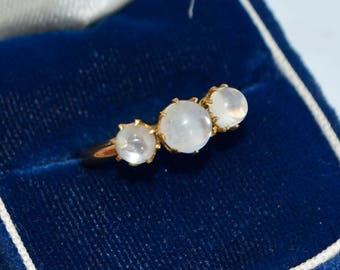 Antique 22ct YELLOW GOLD & 3 Moonstone TRILOGY Claw-set Unusual Ring - Sz J (Us 5)