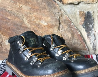 Vintage 1990s Outdoor Urban Terrain Black Chunky Platform Lace-up Hiking Boots with Yellow Laces size 6