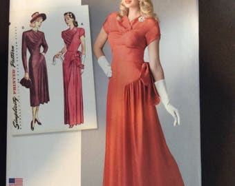 Great 1940s style new Simplicity dress pattern. IF you love a vintage flare, you'll love making this dress.