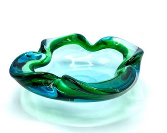 Murano Glass Bowl 1960s Biomorphic (4 Lips) by Galliano Ferro, Candy Dish or Cigar Ashtray in Sommerso-Style Clear Blue & Green. GLOWS