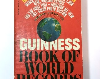 SPRING SALE - Vintage 1977 Guinness Book Of World Records - Paperpack - Nonfiction
