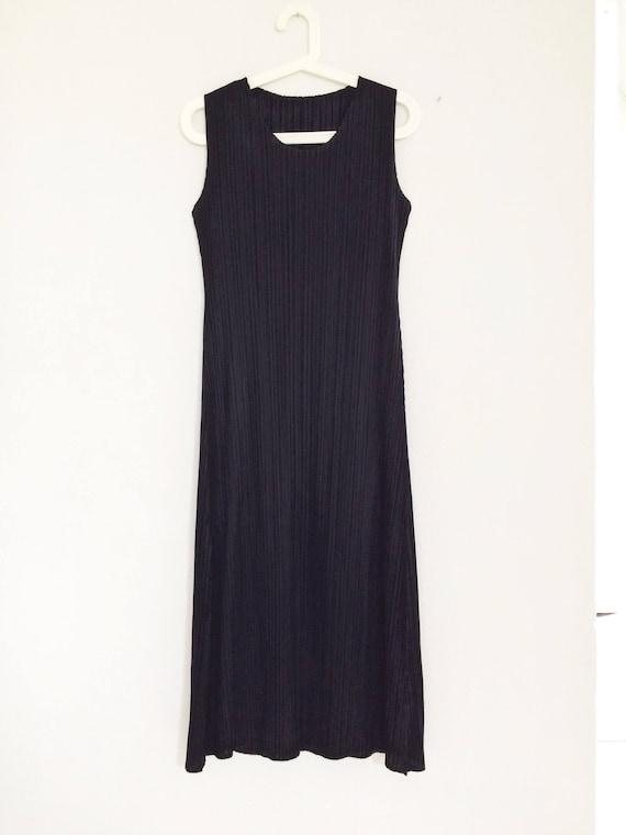 black pleated long dress/ elegant and minimalist/ urban look and simple/ evening dress