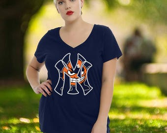 Syracuse Orange New York Yankees Mashup T-Shirt. Great Fan Gift Idea! Available in Navy Unisex Shirt & Women's Fitted Tee.