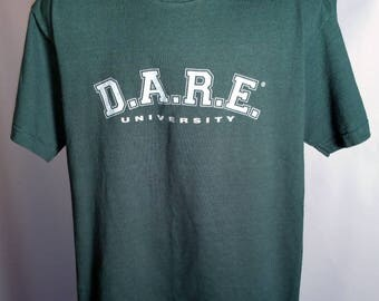 90s D.A.R.E. University Forest Green Tee Sz Medium Polycotton Fruit of the Loom Grunge Streetwear JUST SAY NO To Drugs Drug War