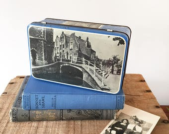 Vintage Delft Blue & White Tin - kitchenalia - Netherlands architecture buildings - lolly confectionery biscuit toffee tin #0454