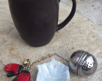 Cozy Winter Mittens Tea Infuser with an Icy Blue Dish, Christmas Tea Infuser