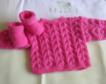 "Bra and ""pink birthstone"" baby booties - handmade knit"