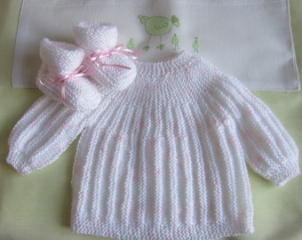 "Shirt and baby booties ""speckled white rose"" newborn - hand made knit"