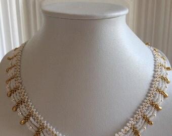 "COLLIER ""DENTELLE"" avec perles nacrées Swarovski et rocailles Miyuki"