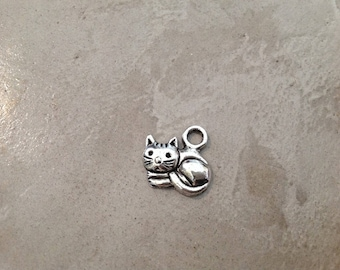 1 pendant 15 mm silver cat charm spacer