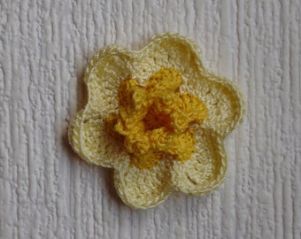 Daffodil crochet diameter 5.5 cm pale yellow and yellow