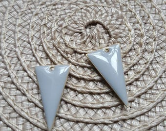The 2 charms sequin gray enamel triangle with raw brass base
