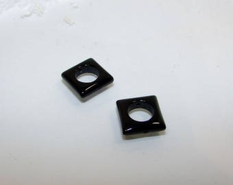 Set of 2 square onyx combines 12 mm black Agate beads. Semi-precious stones. (2607091)