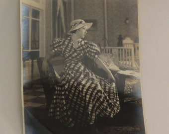 Rare Autographed Glossy Photo - WWII-era Japanese known Actress - Shochiku Studio Tokyo - Toshiko Yamada