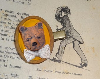 The bandys: bear (brooch)