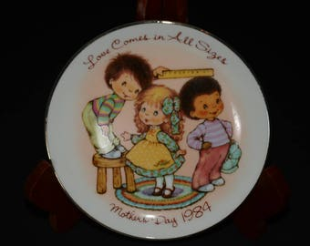 Vintage, Love Comes in All Sizes - Mother's Day 1984, AVON plate, gold edge, decorative, Avon Canada, crafted in Japan
