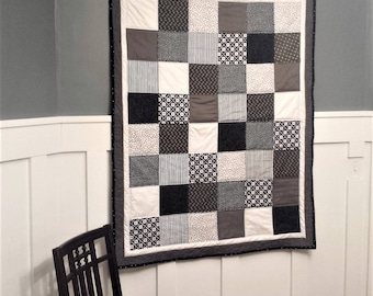 Quilt, Crib Quilt, Baby Quilt, Black and White Quilt, Throw Quilt, Gray Quilt, Toddler quilt