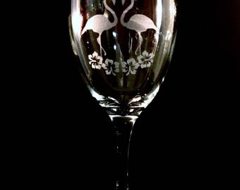 Hand Etched Flamingos & Hibiscus 10.5oz Wine Glass