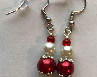 Red and White Beaded Drop Earrings, Red White Drop Earrings, White and Red Earrings, Red White Earrings, beaded earrings, drop earrings