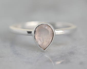 Silver pear shaped ring with rose quartz stone