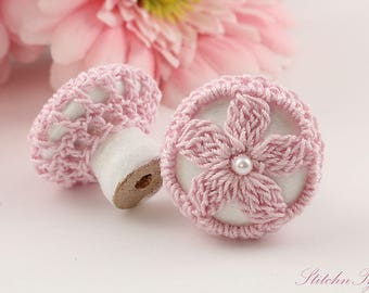 Cottage Chic Drawer Pull Knobs, Shabby Daisy Pink on White, 1 1/4 Inches