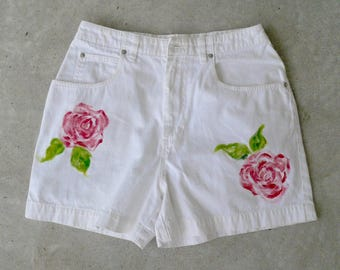 Women's White Shorts Hand Painted Roses Size Ten Zipper Front Jean Shorts