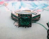 RING - EMERALD - ORNATE  -  925 - Sterling Silver - size 6 1/4    green186