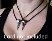 Bird skull button - silver or black - per unit
