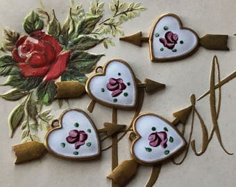 2 Vintage Victorian enamel Hearts Charms with arrow, Shabby chic hearts, vintage enamel hearts, Vintage findings, Minimalist Heart #G123E
